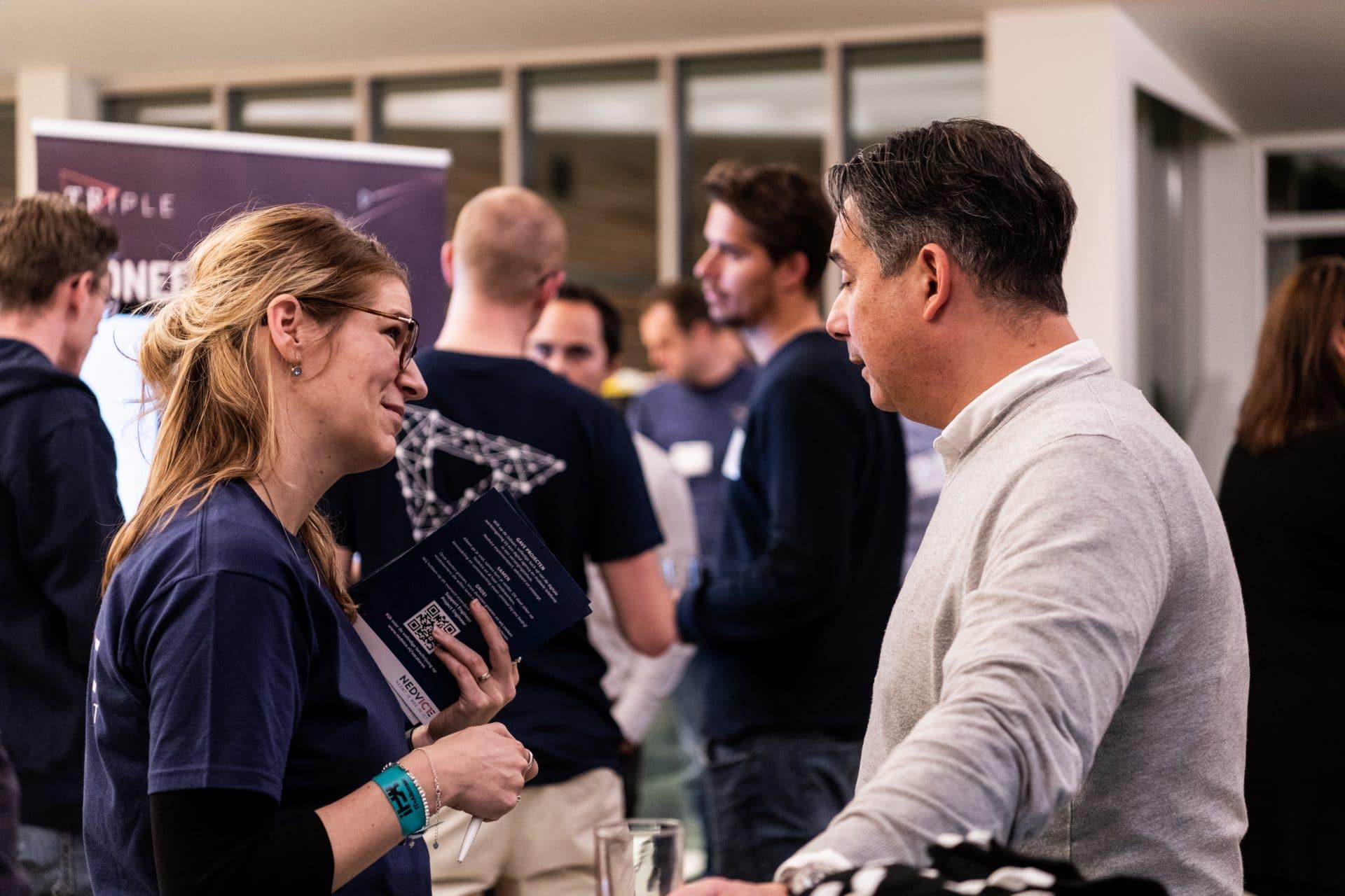 bezoekers van het IT=Alkmaar Event in gesprek