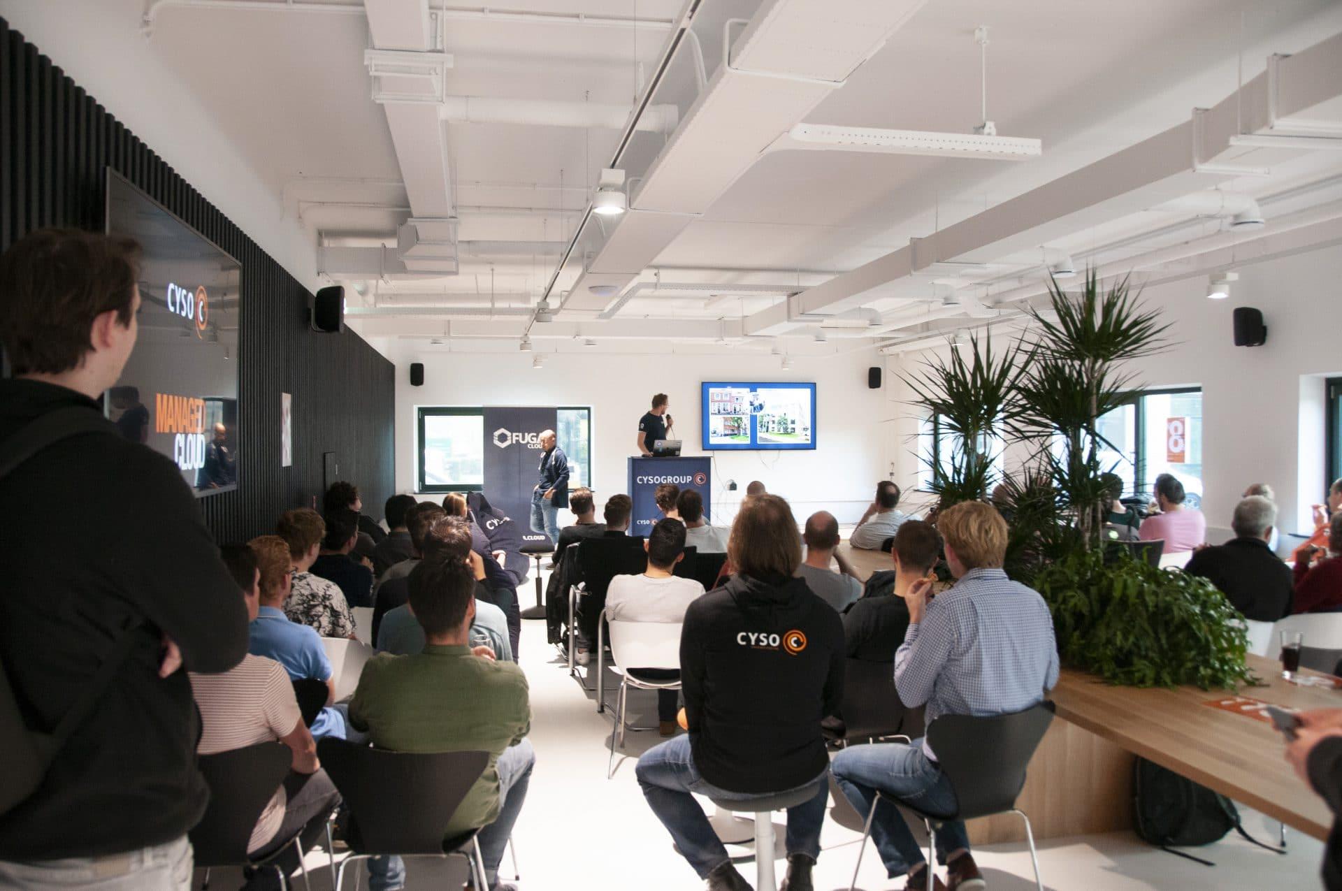 volle zaal tijdens developer meetup bij Cyso
