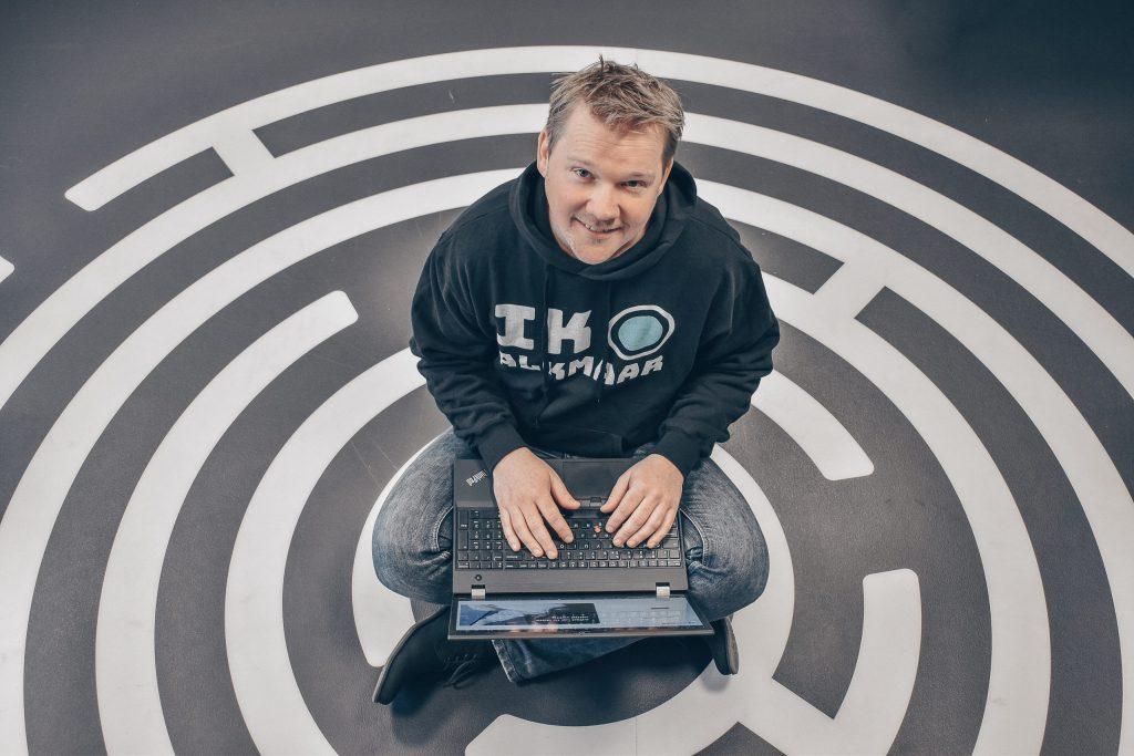 developer Johan Bos van SnelStart met zijn laptop